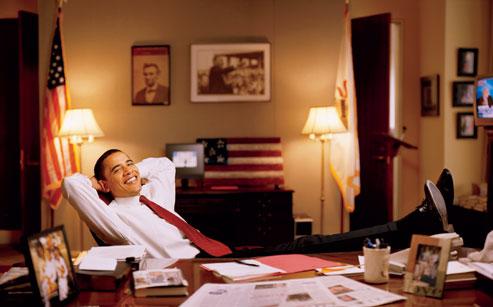 obama-at-desk