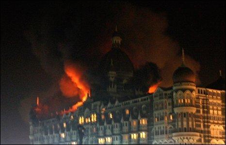 taj-palace-in-mumbai-engulfed-in-flames