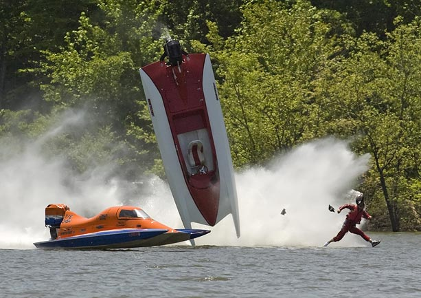 drag-boat-crash_672419n
