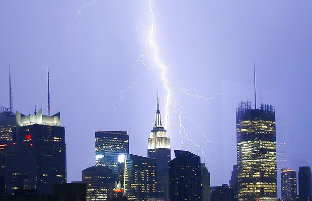 lightening-strikes-empire-state-building