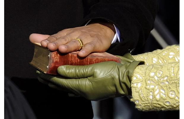 5-obamas-hand-on-the-bible