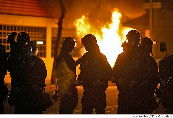 oakland-police-in-riot-gear