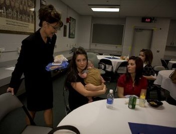 palin-with-daughters-and-diapers1